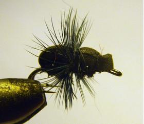Мушка на двойнике Black Ant